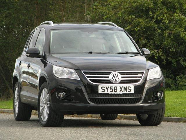 used volkswagen tiguan 2009 diesel 2 0 tdi sport 5dr 4x4 black edition for sale in turrif uk. Black Bedroom Furniture Sets. Home Design Ideas