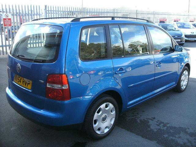 used volkswagen touran 2004 blue colour diesel 1 9 tdi pd se estate for sale in oswestry uk. Black Bedroom Furniture Sets. Home Design Ideas
