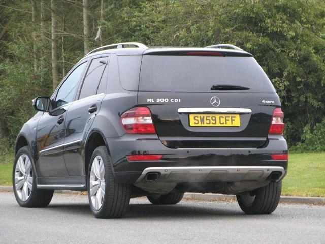 Used mercedes benz 2009 black paint diesel class ml300 cdi for Mercedes benz ml 350 for sale