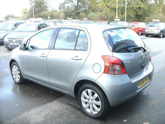 used toyota yaris 2007 petrol 1 3 vvt i zinc 5dr hatchback silver edition for sale in oswestry. Black Bedroom Furniture Sets. Home Design Ideas