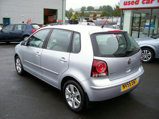 used volkswagen polo car 2005 silver petrol 1 4 sport 100 5 door hatchback for sale in oswestry. Black Bedroom Furniture Sets. Home Design Ideas