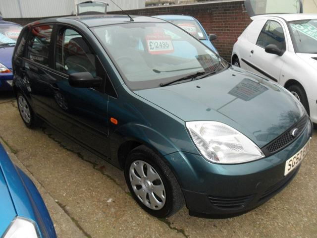 used ford fiesta 2002 green colour petrol 1 3 finesse 5. Black Bedroom Furniture Sets. Home Design Ideas