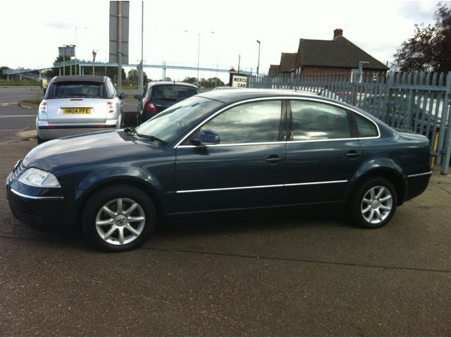 used volkswagen passat 2004 blue paint diesel 1 9 highline tdi 100 saloon for sale in ashford uk. Black Bedroom Furniture Sets. Home Design Ideas