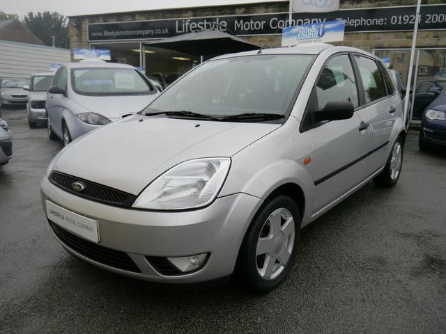 used ford fiesta 2005 silver colour petrol 1 4 zetec 5 door hatchback for sale in wakefield uk. Black Bedroom Furniture Sets. Home Design Ideas