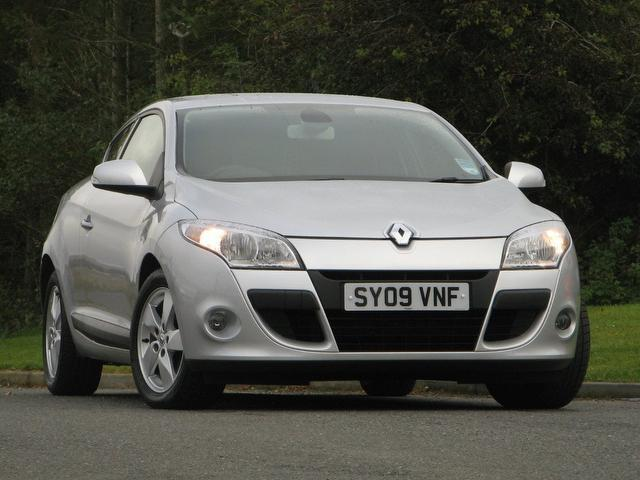 Used Silver Renault Megane 2009 Petrol 1.6 16v 110 Dynamique Coupe In ...