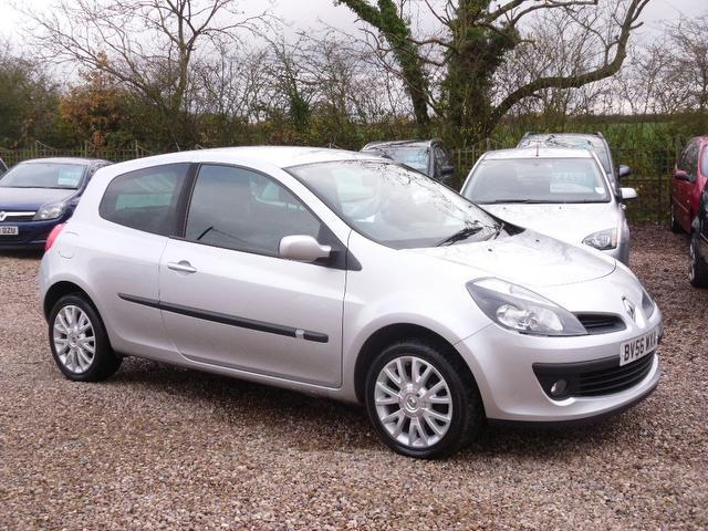 used renault clio 2007 silver paint petrol 1 4 16v dynamique s hatchback for sale in nuneaton uk. Black Bedroom Furniture Sets. Home Design Ideas