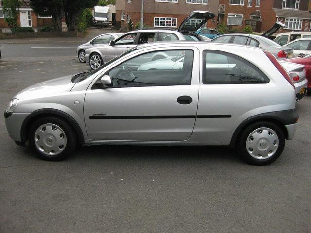 used vauxhall corsa 2002 petrol 12v comfort 3dr hatchback silver for sale in sittingbourne. Black Bedroom Furniture Sets. Home Design Ideas