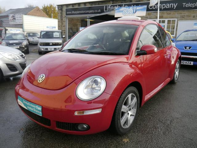 used 2006 volkswagen beetle hatchback red edition 1 6 luna 3dr petrol for sale in wakefield uk. Black Bedroom Furniture Sets. Home Design Ideas