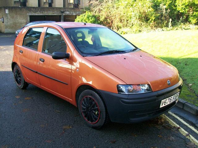 used fiat punto 2000 orange paint petrol 1 2 5dr hatchback for sale in keynsham uk autopazar. Black Bedroom Furniture Sets. Home Design Ideas