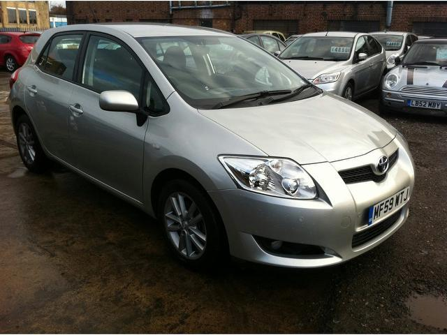 used toyota auris for sale under 6000 autopazar. Black Bedroom Furniture Sets. Home Design Ideas