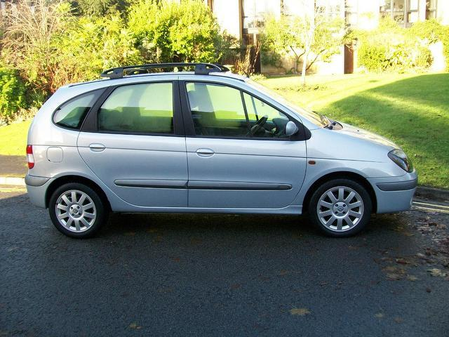 Used Renault Megane Scenic 1.9 Dci 105 Estate Silver 2002 Diesel for Sale in UK