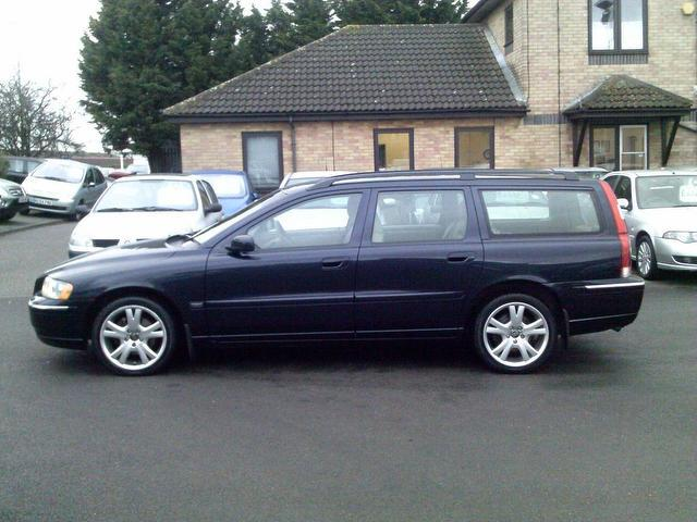 used volvo v70 2005 automatic diesel 2.4 d5 se 5 door blue for