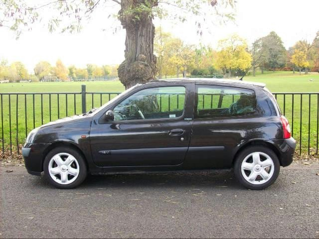 used black renault clio 2004 petrol 1 2 16v dynamique 3dr hatchback in great condition for sale. Black Bedroom Furniture Sets. Home Design Ideas