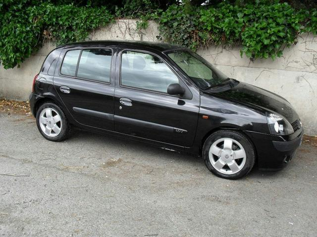 used renault clio 2002 black colour petrol 1 4 16v privilege 5 door hatchback for sale in. Black Bedroom Furniture Sets. Home Design Ideas