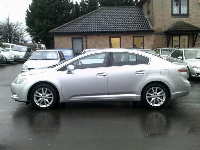 Used Toyota Avensis 2.0 D-4d Tr 4 Door Saloon Silver 2010 Diesel for Sale in UK