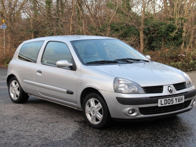used renault clio 2005 model petrol silver for sale in. Black Bedroom Furniture Sets. Home Design Ideas