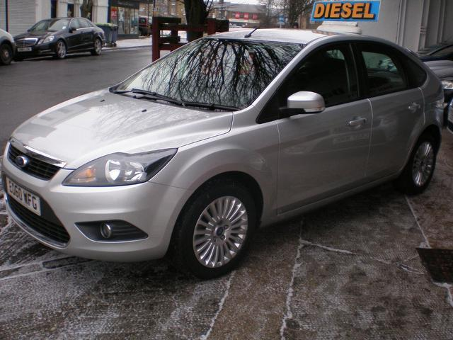 used ford focus 2010 diesel 1 6 tdci titanium 5dr hatchback silver with air conditioning for. Black Bedroom Furniture Sets. Home Design Ideas