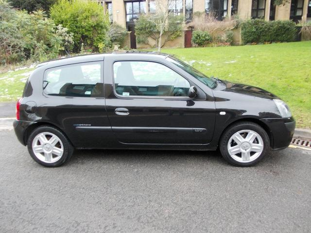 used renault clio 2005 petrol 1 2 16v extreme 4 hatchback black with radio cd player for sale. Black Bedroom Furniture Sets. Home Design Ideas