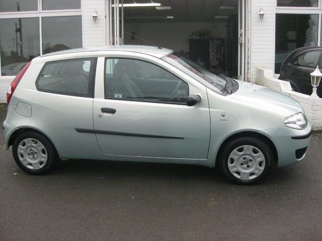 used fiat punto 2004 manual petrol 1 2 active 3 door green for sale uk autopazar. Black Bedroom Furniture Sets. Home Design Ideas