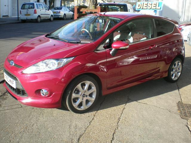 used ford fiesta 2010 diesel 1 6 tdci 95 titanium hatchback red edition for sale in gravesend. Black Bedroom Furniture Sets. Home Design Ideas