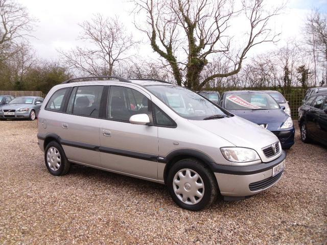 used silver vauxhall zafira 2004 diesel 2 0 dti design 5dr estate excellent condition for sale. Black Bedroom Furniture Sets. Home Design Ideas