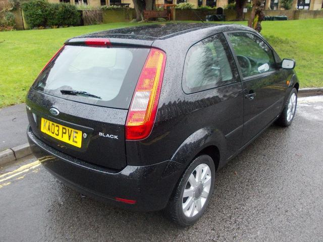 used black ford fiesta 2003 petrol 1 4 3dr hatchback in. Black Bedroom Furniture Sets. Home Design Ideas