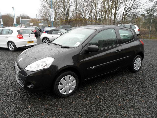 used 2010 renault clio hatchback black edition 1 2 16v extreme 3dr petrol for sale in. Black Bedroom Furniture Sets. Home Design Ideas