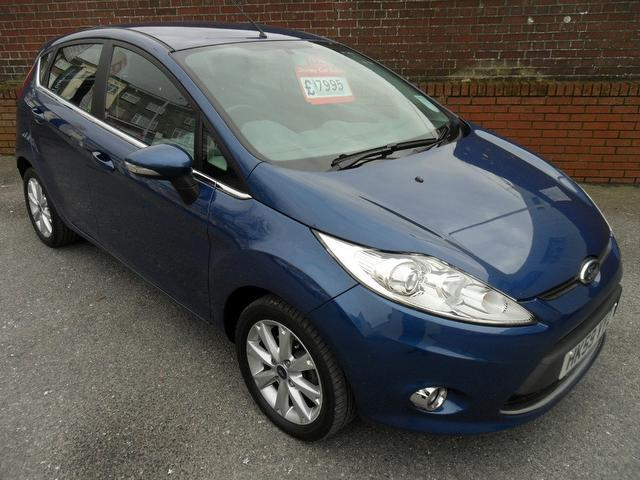 used blue ford fiesta 2010 petrol zetec 5dr 82. Black Bedroom Furniture Sets. Home Design Ideas