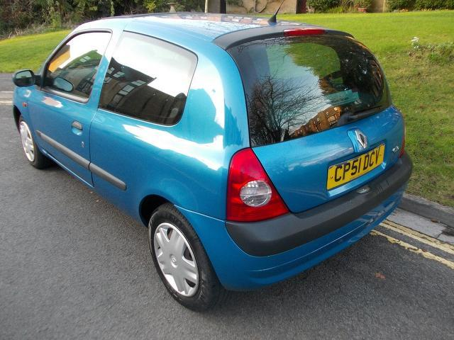 used 2002 renault clio hatchback blue edition 1 5 dci 65 expression diesel for sale in keynsham. Black Bedroom Furniture Sets. Home Design Ideas