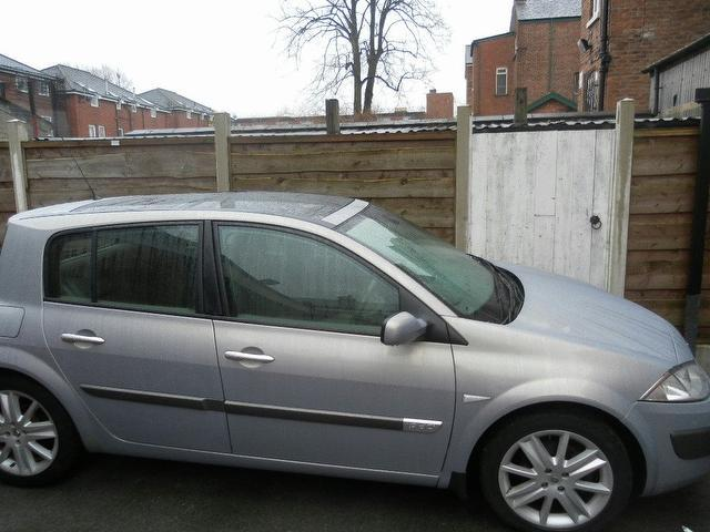 used renault megane 2005 beige colour diesel 1 9 dci 130. Black Bedroom Furniture Sets. Home Design Ideas