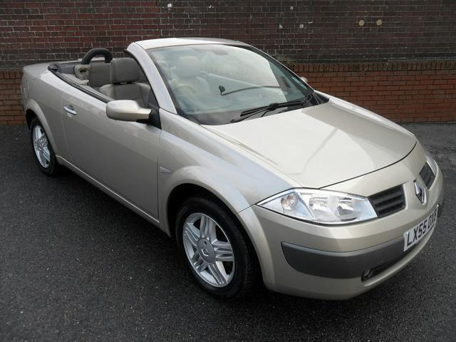 used gold renault megane 2005 petrol 1 6 vvt privilege 2dr convertible in great condition for. Black Bedroom Furniture Sets. Home Design Ideas