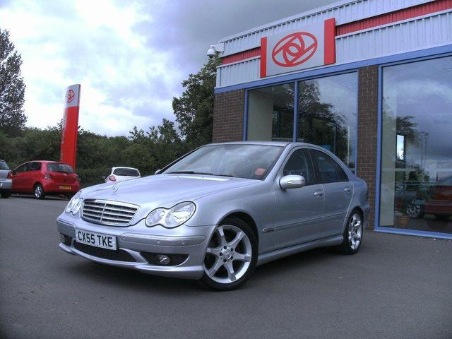 Used mercedes benz 2005 diesel class c220 cdi sport saloon for Mercedes benz 2005 for sale