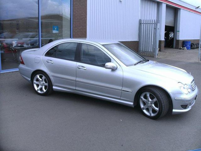 Used mercedes benz 2005 diesel class c220 cdi sport saloon for Used 2005 mercedes benz