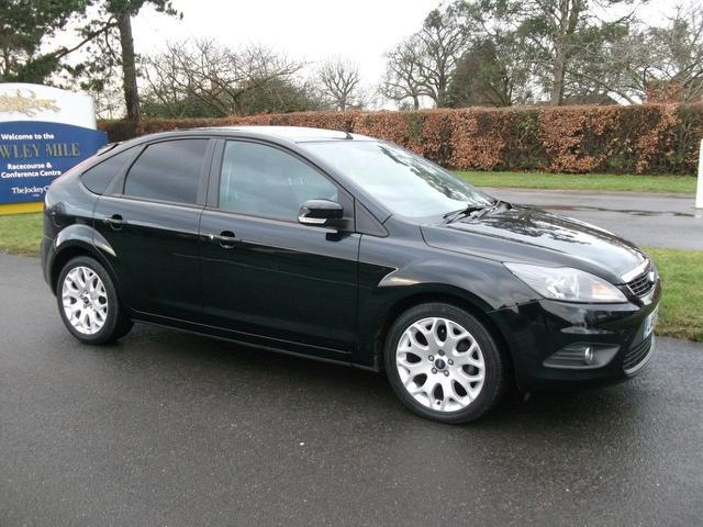 used ford focus 2010 petrol 1 8 zetec 5dr hatchback black edition for sale in newmarket uk. Black Bedroom Furniture Sets. Home Design Ideas