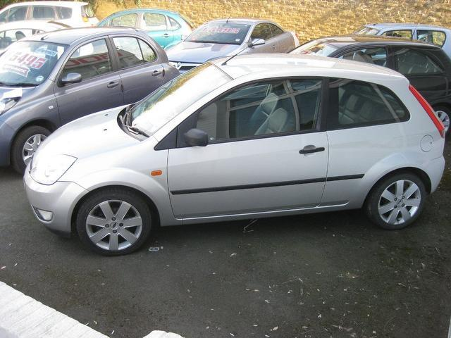 used ford fiesta 2004 petrol 1 4 silver 3dr hatchback edition for sale in sittingbourne uk. Black Bedroom Furniture Sets. Home Design Ideas