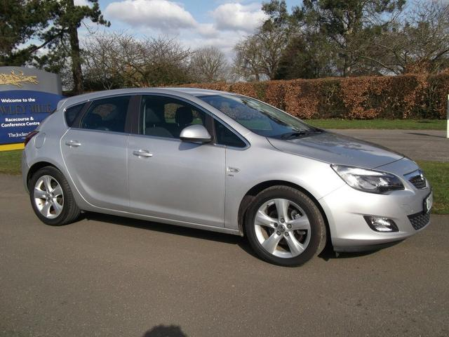 used 2011 vauxhall astra hatchback silver edition 2 0 cdti 16v ecoflex diesel for sale in. Black Bedroom Furniture Sets. Home Design Ideas