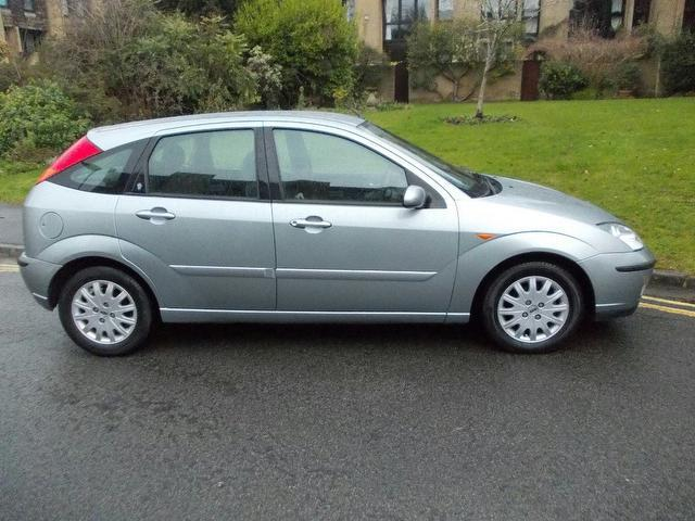 used ford focus 2003 model 1 8 tdci 100 ghia diesel hatchback silver for sale in keynsham uk. Black Bedroom Furniture Sets. Home Design Ideas