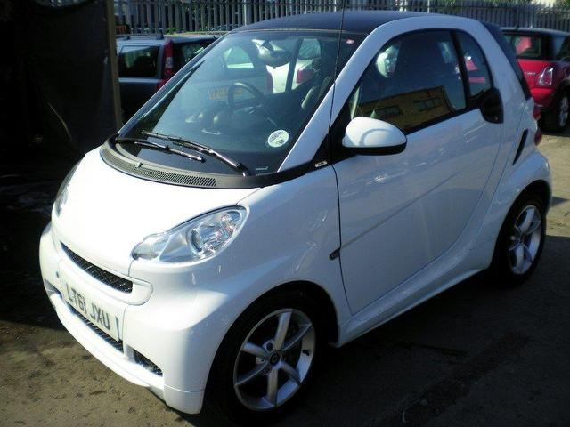 used smart fortwo 2011 petrol pulse mhd 2dr softouch coupe white automatic for sale in wembley. Black Bedroom Furniture Sets. Home Design Ideas