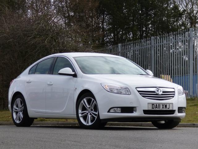 used white vauxhall insignia 2011 diesel 2 0 cdti sri 160 hatchback excellent condition for. Black Bedroom Furniture Sets. Home Design Ideas