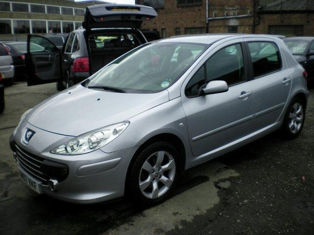 used peugeot 307 2007 petrol 1 6 s 5dr auto full hatchback silver automatic for sale in wembley. Black Bedroom Furniture Sets. Home Design Ideas