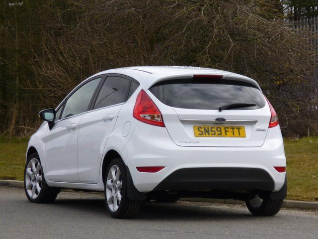 used white ford fiesta 2009 petrol 1 4 titanium 5dr hatchback excellent condition for sale. Black Bedroom Furniture Sets. Home Design Ideas