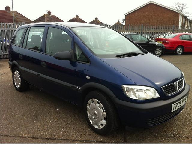used vauxhall zafira 2005 petrol life 5dr auto estate blue with car immobiliser for sale. Black Bedroom Furniture Sets. Home Design Ideas