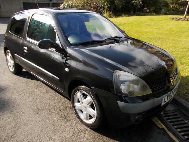 used renault clio 2002 black paint petrol 1 2 16v extreme 3dr hatchback for sale in keynsham uk. Black Bedroom Furniture Sets. Home Design Ideas