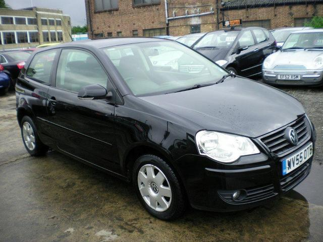 used volkswagen polo 2005 petrol 1 4 s 75 3dr 1 hatchback black manual for sale in wembley uk. Black Bedroom Furniture Sets. Home Design Ideas