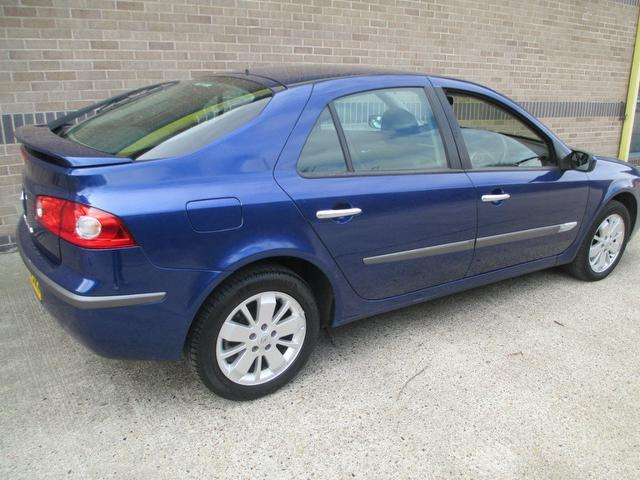 Used Renault Laguna 2.0 16v Dynamique 5 Door Hatchback Blue 2006 Petrol for Sale in UK