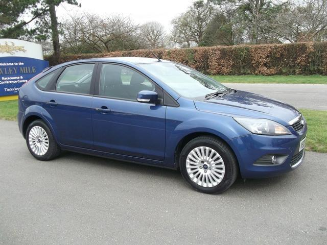 used ford focus 2010 petrol 1 6 titanium 5dr hatchback blue edition for sale in newmarket uk. Black Bedroom Furniture Sets. Home Design Ideas