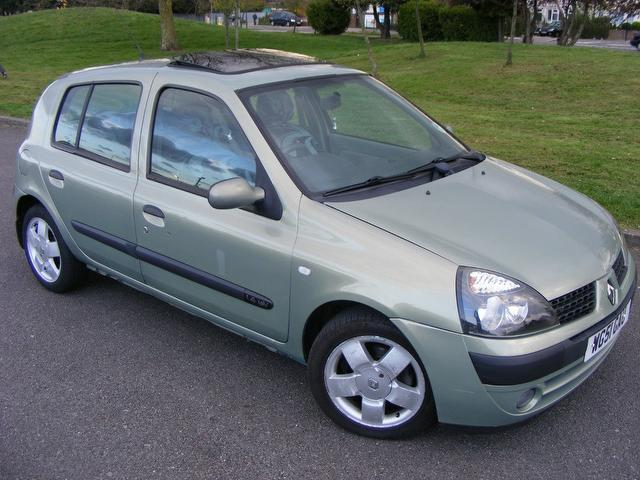 used renault clio 2001 model 1 4 16v privilege 5dr petrol hatchback beige for sale in wembley uk. Black Bedroom Furniture Sets. Home Design Ideas