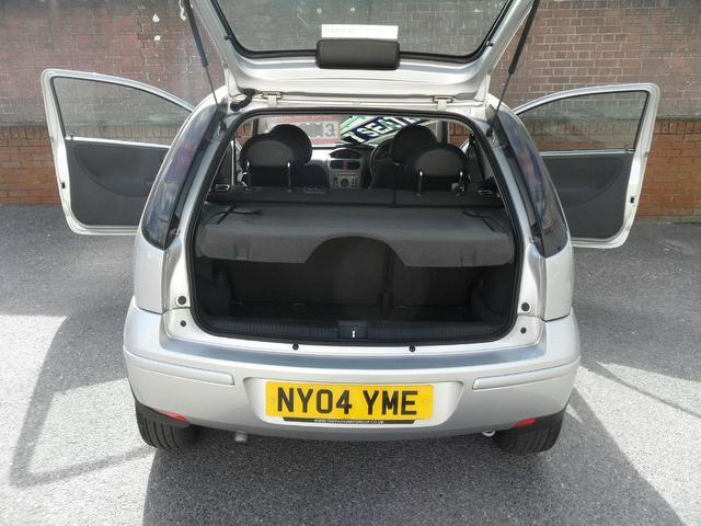 used vauxhall corsa 2004 silver paint diesel 1 3 cdti design 3dr hatchback for sale in. Black Bedroom Furniture Sets. Home Design Ideas