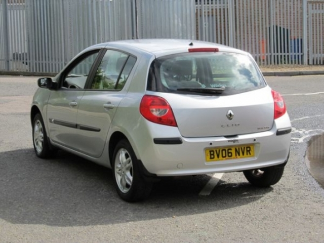 used renault clio 2006 petrol silver automatic for sale in epsom uk autopazar. Black Bedroom Furniture Sets. Home Design Ideas
