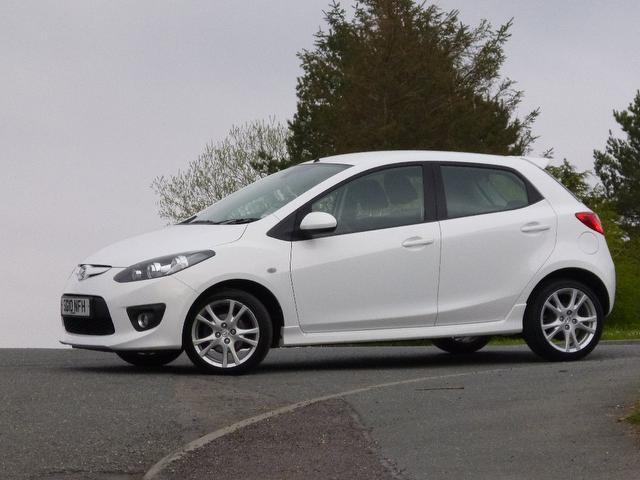 used mazda mazda2 2010 white colour petrol 1 5 sport 5 door hatchback for sale in turrif uk. Black Bedroom Furniture Sets. Home Design Ideas